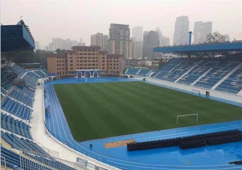 Sau những trận thua liên tiếp của đội nhà, nhiều sân vận động trên thế giới có cách giải dớp cầu may thú vị thế này-3