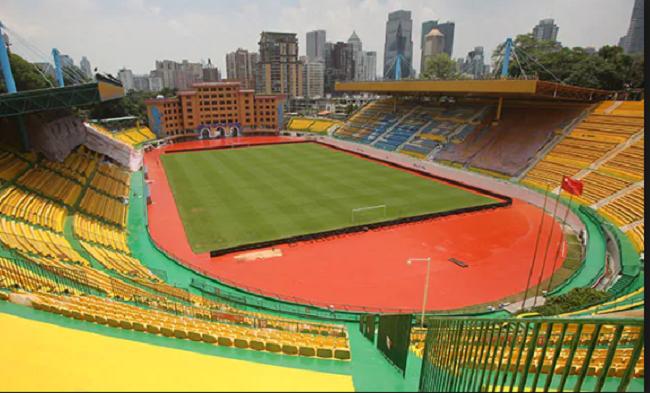 Sau những trận thua liên tiếp của đội nhà, nhiều sân vận động trên thế giới có cách giải dớp cầu may thú vị thế này-4