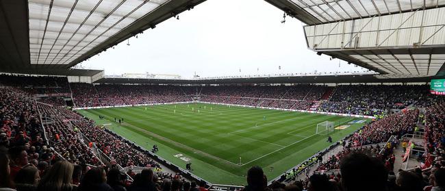 Sau những trận thua liên tiếp của đội nhà, nhiều sân vận động trên thế giới có cách giải dớp cầu may thú vị thế này-5