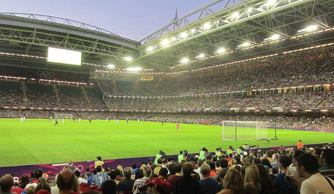 Sau những trận thua liên tiếp của đội nhà, nhiều sân vận động trên thế giới có cách giải dớp cầu may thú vị thế này-6