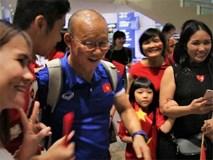 HLV Park vui mừng khi được cổ động viên ra sân bay đón