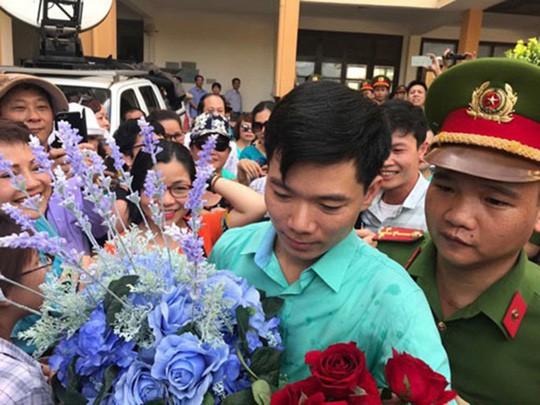 Truy tố bác sĩ Hoàng Công Lương tội danh từ 3 tới 10 năm tù-1