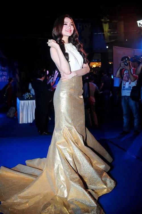 Éo le chuyện sao Việt: Người sắc vóc lên hương, người bị dìm tơi tả... chỉ vì một kiểu váy-13