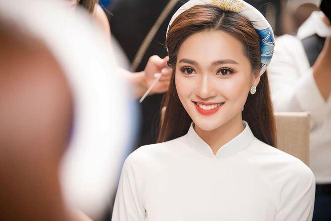 Bạn gái hotgirl của Phan Văn Đức đẹp mê mẩn trên khán đài Mỹ Đình-5