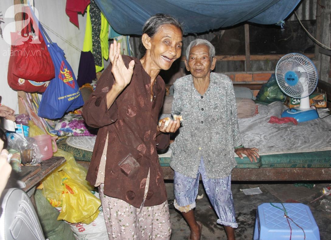 Rớt nước mắt cảnh con gái 68 tuổi đi bán vé số nuôi mẹ 90 tuổi: Người ta nói tui khùng nhưng tui biết thương mẹ-2