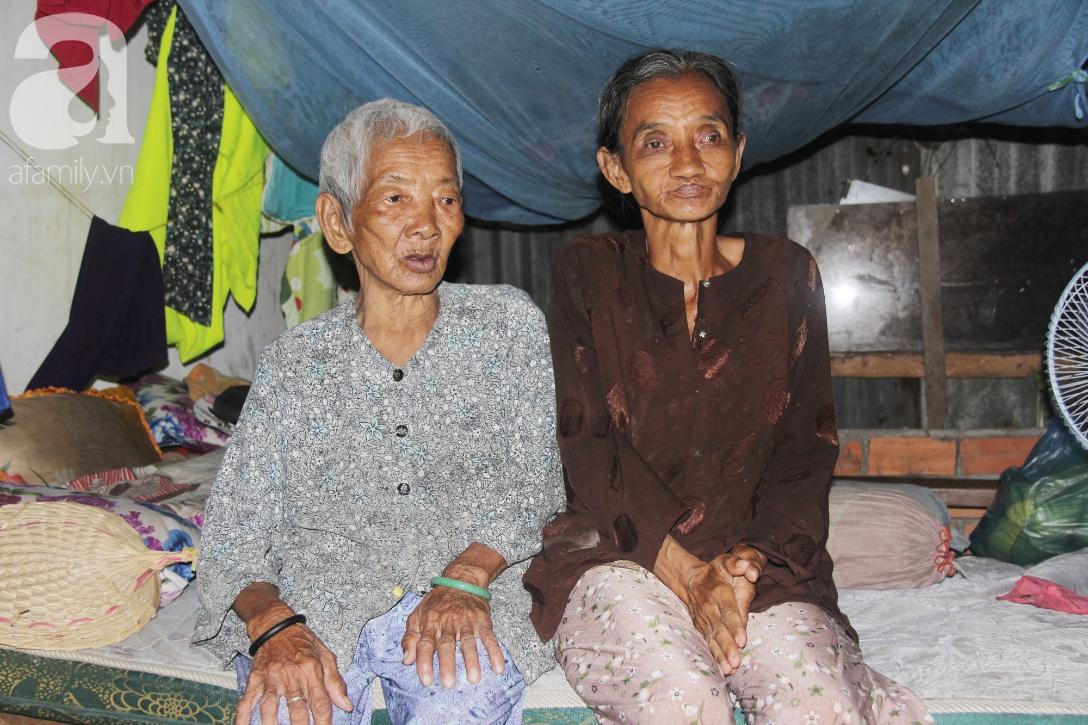 Rớt nước mắt cảnh con gái 68 tuổi đi bán vé số nuôi mẹ 90 tuổi: Người ta nói tui khùng nhưng tui biết thương mẹ-7