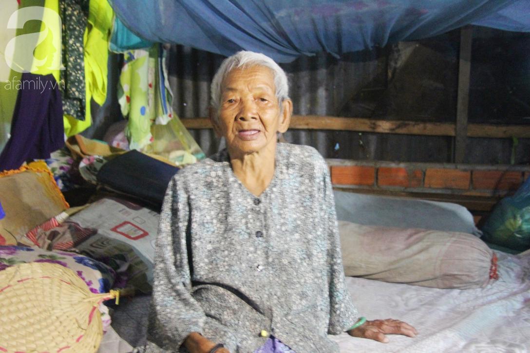 Rớt nước mắt cảnh con gái 68 tuổi đi bán vé số nuôi mẹ 90 tuổi: Người ta nói tui khùng nhưng tui biết thương mẹ-9