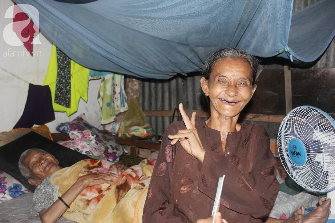 Rớt nước mắt cảnh con gái 68 tuổi đi bán vé số nuôi mẹ 90 tuổi: Người ta nói tui khùng nhưng tui biết thương mẹ-14