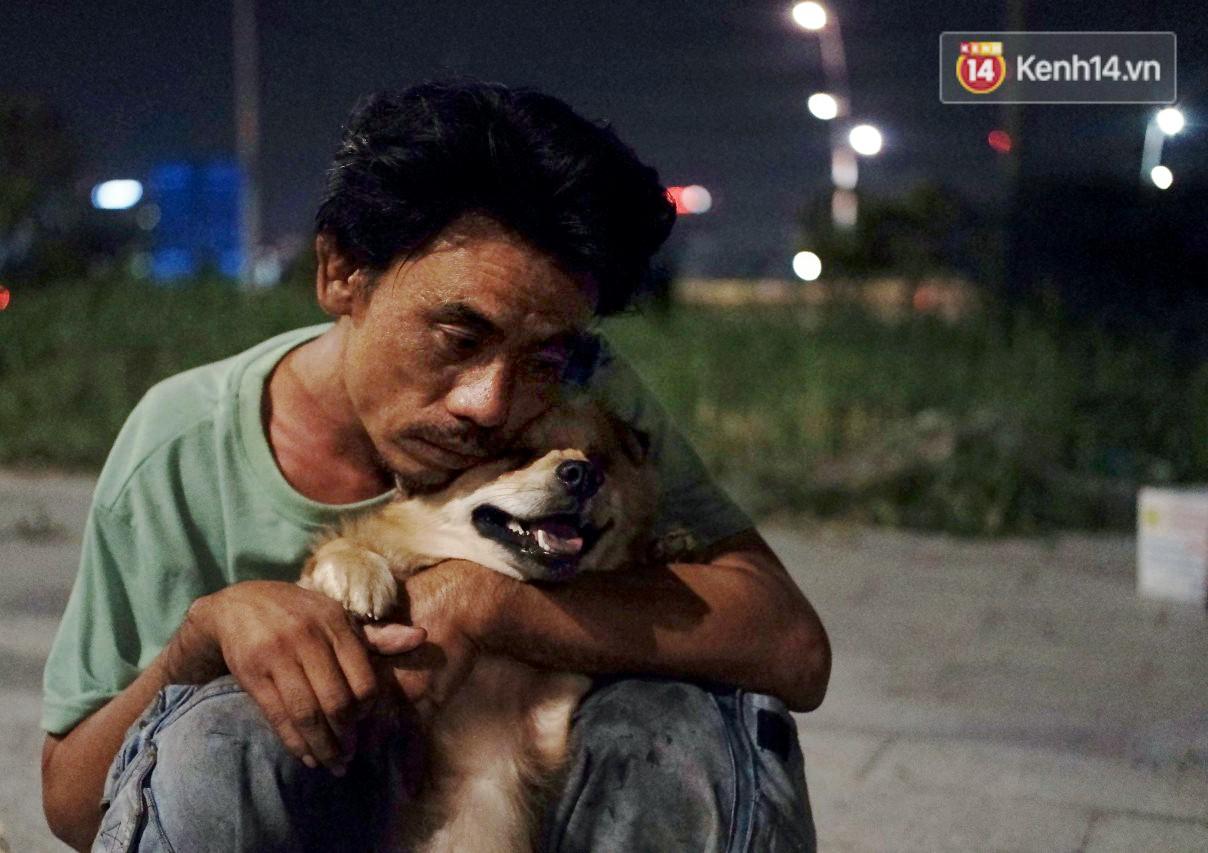 Điều kỳ diệu đã xuất hiện: Chú chó mù trở về bên anh đánh giày câm sau hơn nửa tháng mất tích-4