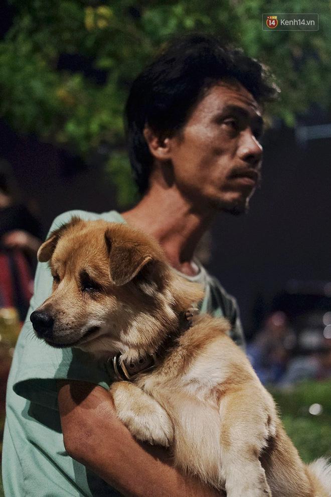 Điều kỳ diệu đã xuất hiện: Chú chó mù trở về bên anh đánh giày câm sau hơn nửa tháng mất tích-9