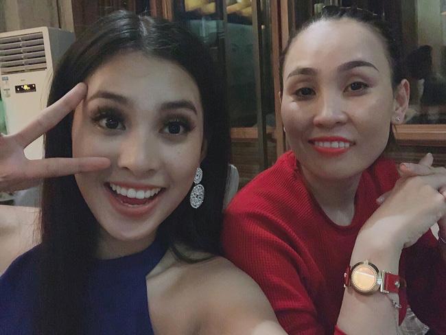 Bị đánh bật ra khỏi Top 15 các bảng xếp hạng sát giờ G Miss World 2018, Tiểu Vy vẫn lạc quan bên mẹ ruột-2