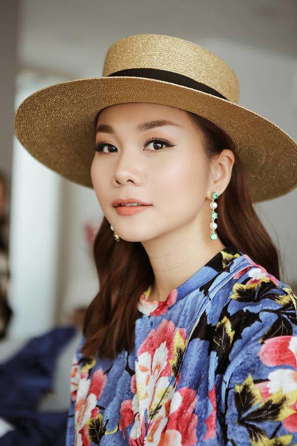 Giàu có là thế, nhưng chị đại Thanh Hằng chỉ dùng mỗi chiếc nón này nhiều năm qua!-1