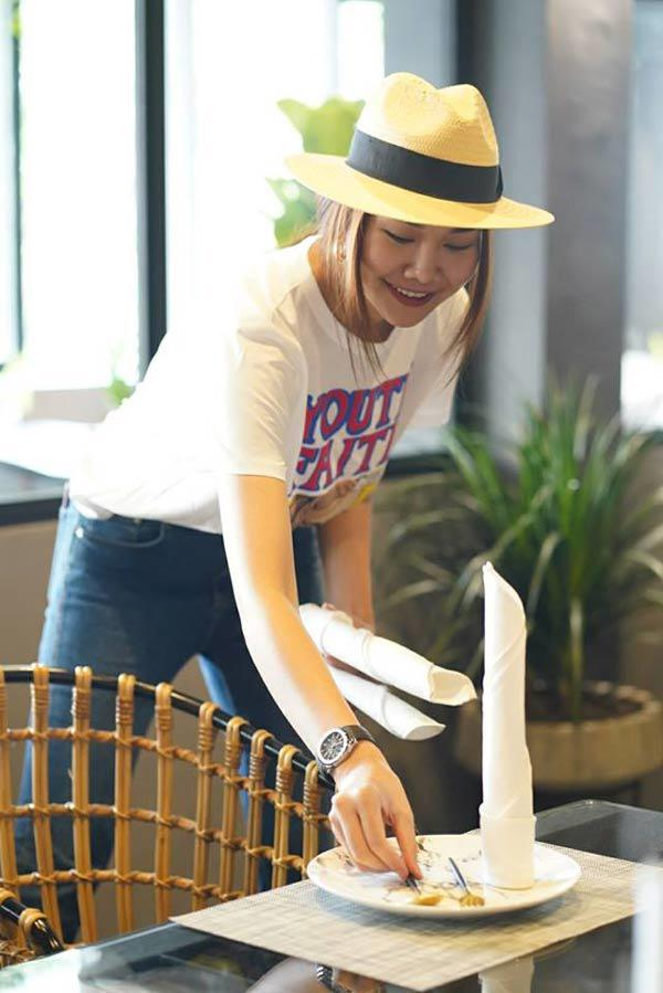 Giàu có là thế, nhưng chị đại Thanh Hằng chỉ dùng mỗi chiếc nón này nhiều năm qua!-10