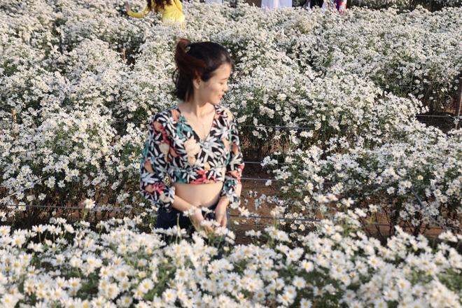 Từ Đà Nẵng ra Hà Nội chụp cúc họa mi, cô gái bàng hoàng khi nhận sản phẩm từ nhiếp ảnh và sự thật khiến tất cả ngã ngửa-5