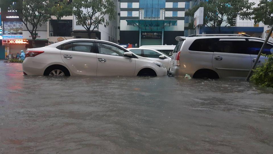 Đà Nẵng mưa cực to, ngập chưa từng có-15