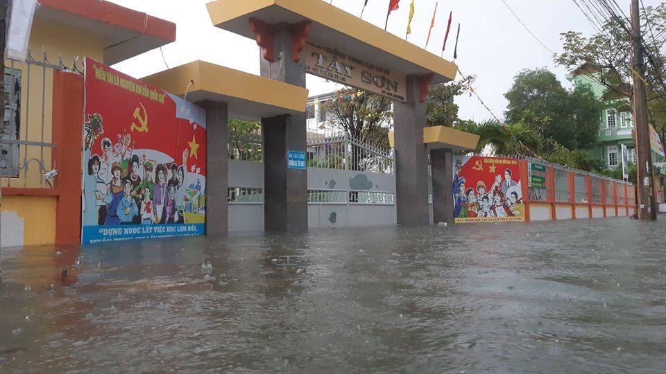 Đà Nẵng mưa cực to, ngập chưa từng có-13