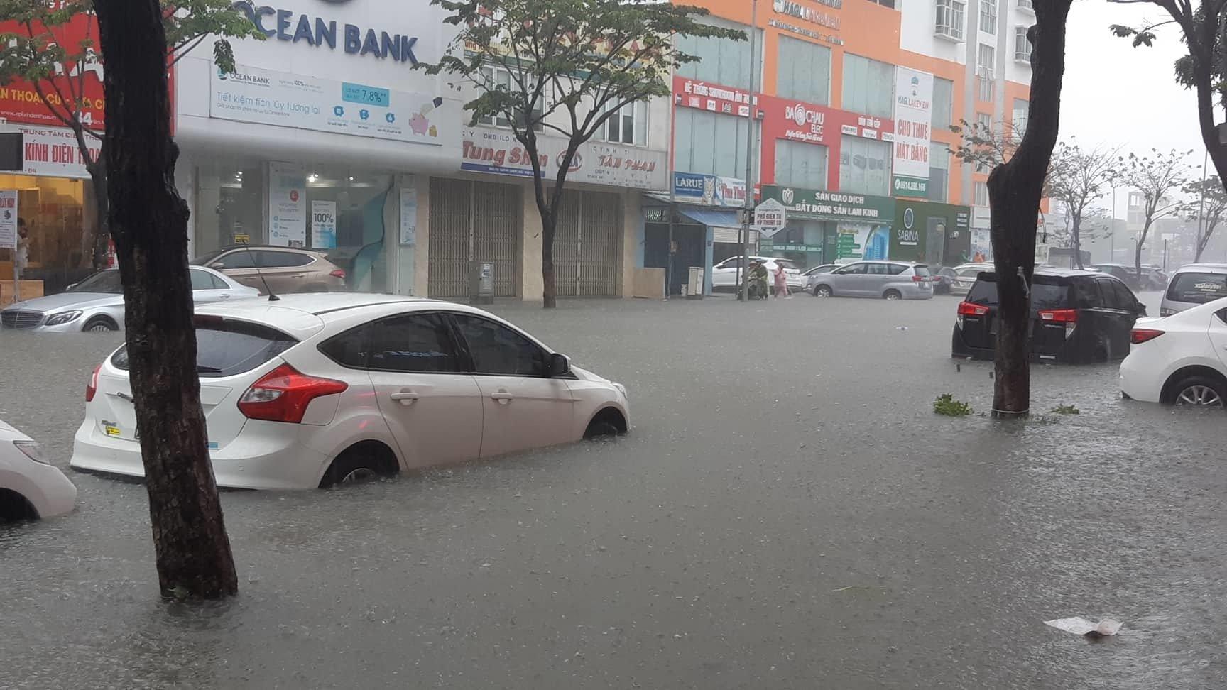Đà Nẵng mưa cực to, ngập chưa từng có-16