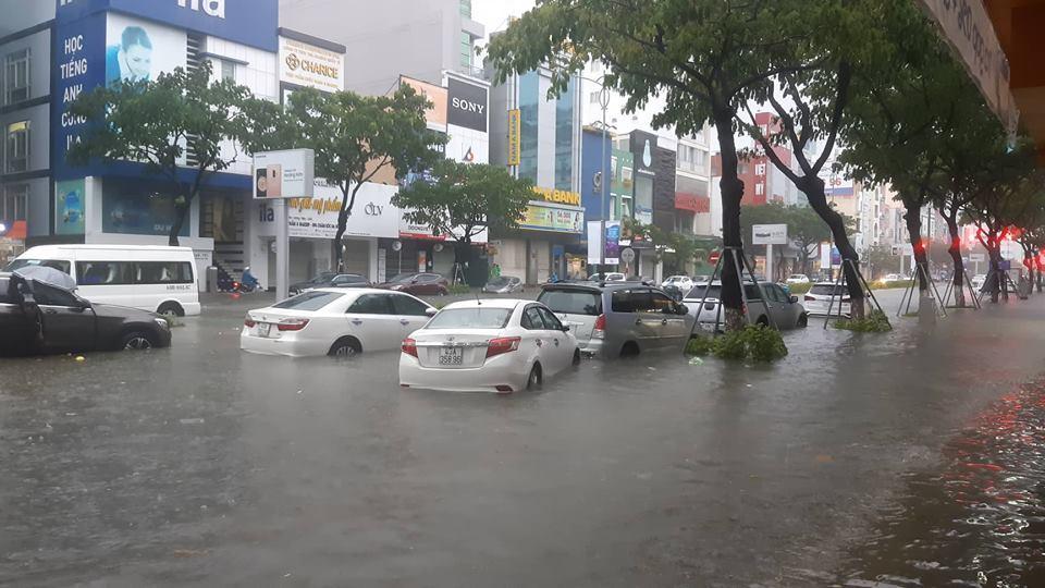 Đà Nẵng mưa cực to, ngập chưa từng có-14