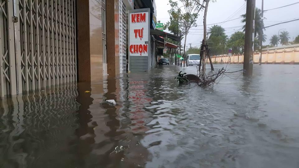 Đà Nẵng mưa cực to, ngập chưa từng có-11
