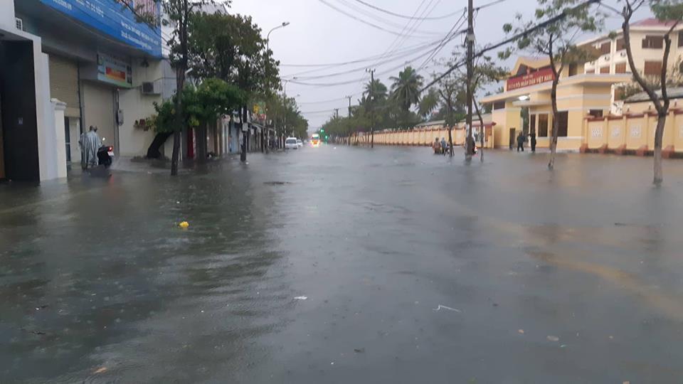 Đà Nẵng mưa cực to, ngập chưa từng có-10