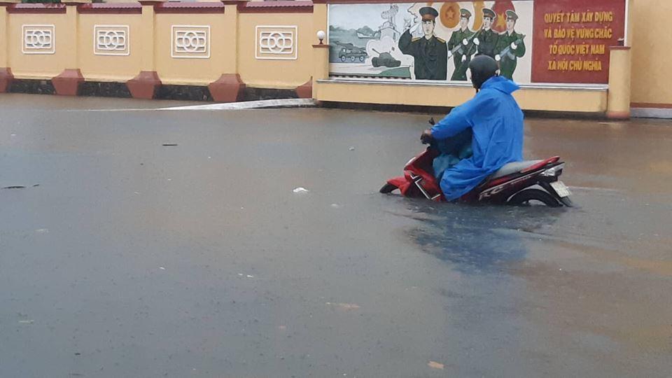 Đà Nẵng mưa cực to, ngập chưa từng có-12