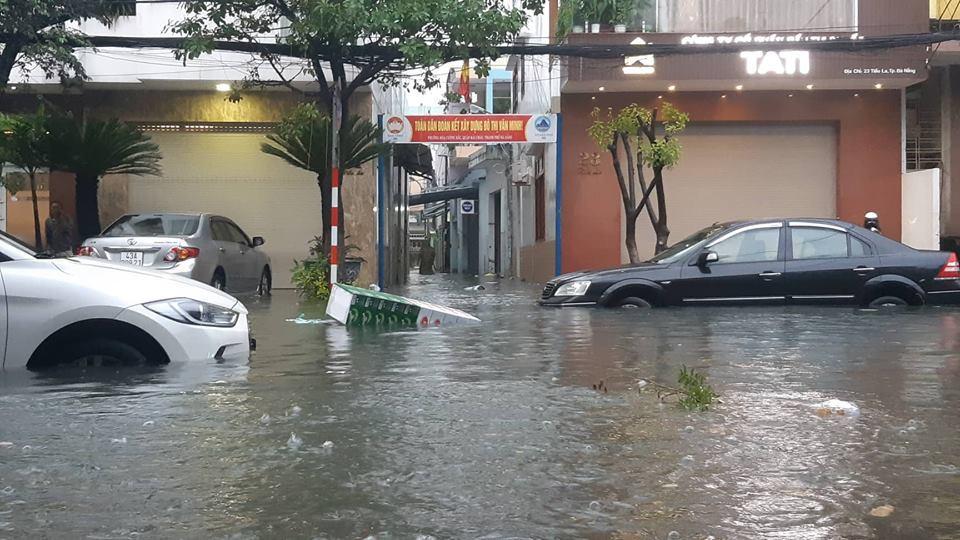 Đà Nẵng mưa cực to, ngập chưa từng có-9
