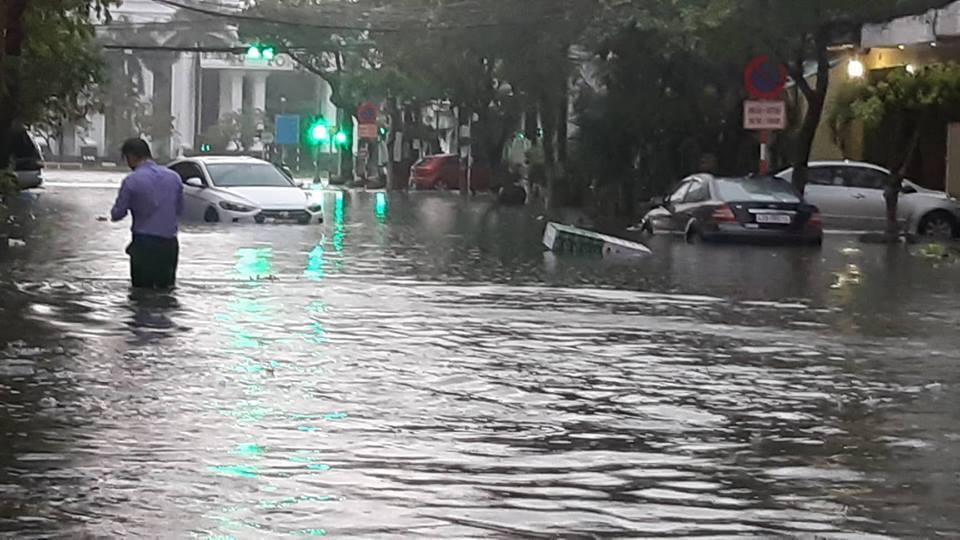 Đà Nẵng mưa cực to, ngập chưa từng có-8