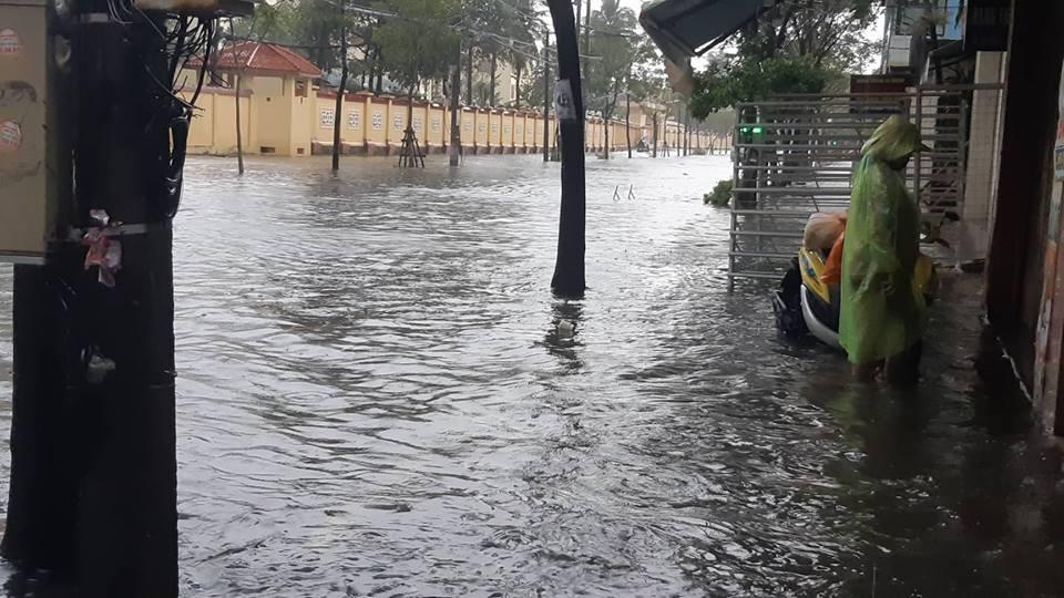 Đà Nẵng mưa cực to, ngập chưa từng có-7