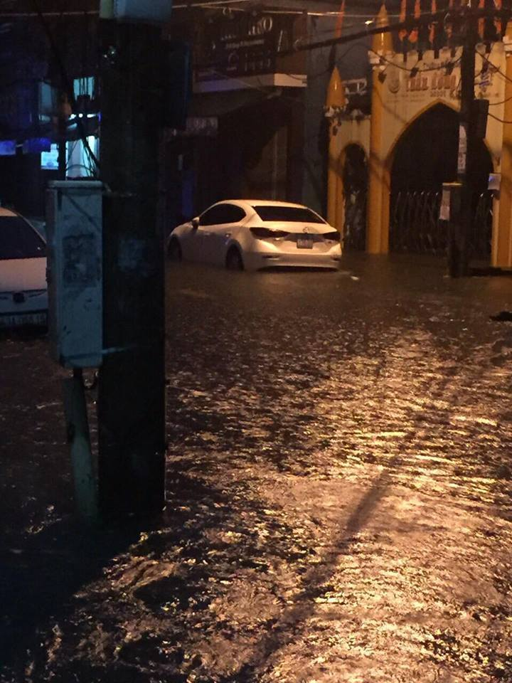 Đà Nẵng mưa cực to, ngập chưa từng có-5