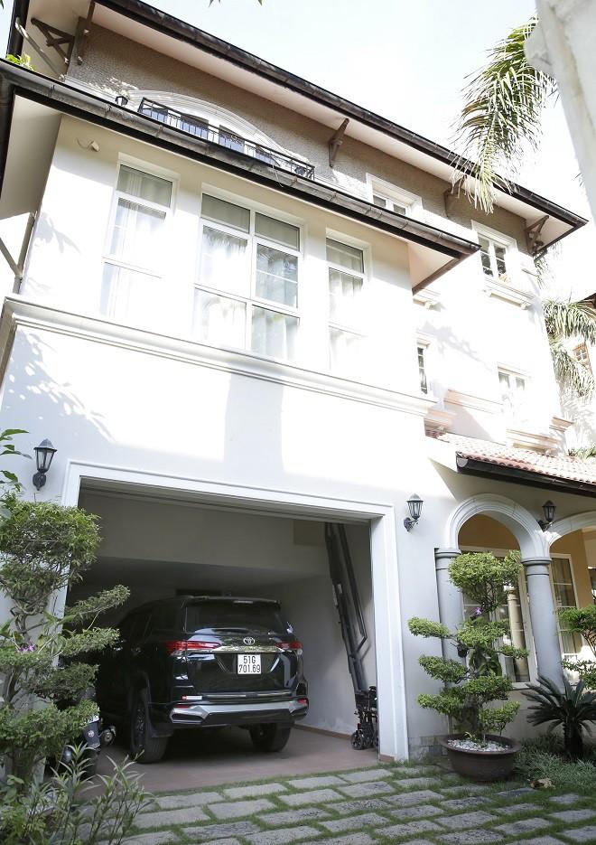 Cận cảnh biệt thự sang trọng rộng hơn 700 mét vuông của Hiền Mai ở Sài Gòn-2