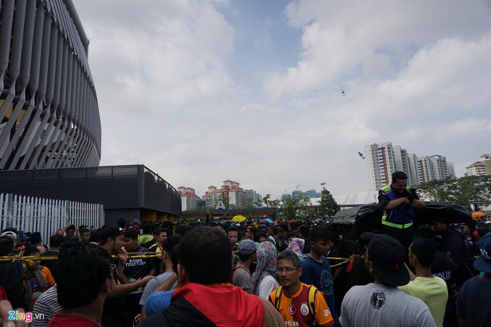 CĐV Malaysia nổi giận vì hết vé xem chung kết AFF Cup với Việt Nam-7