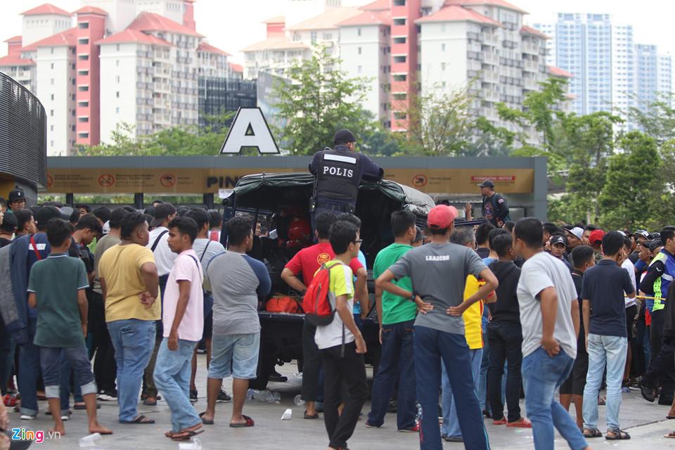 CĐV Malaysia nổi giận vì hết vé xem chung kết AFF Cup với Việt Nam-3