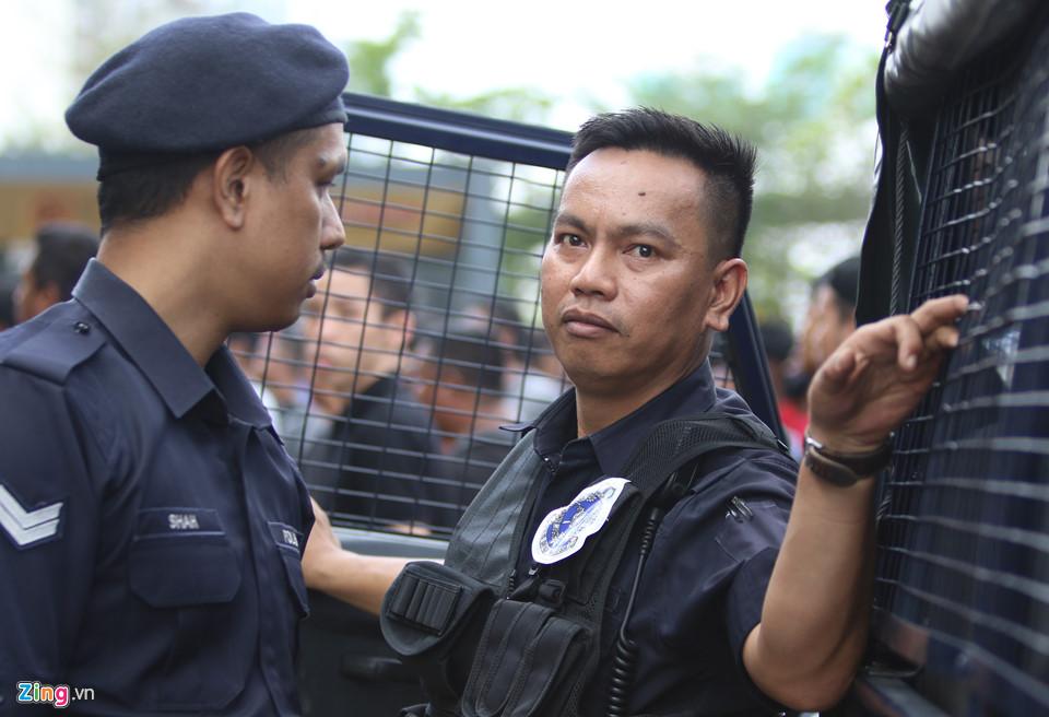CĐV Malaysia nổi giận vì hết vé xem chung kết AFF Cup với Việt Nam-4
