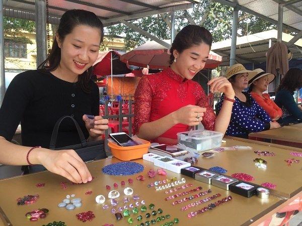Duy nhất Việt Nam: Chợ tạm ven đường bán đá quý tiền tỷ-11