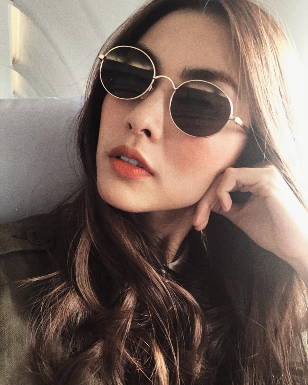 """Nhờ điểm trời cho này trên gương mặt, Hà Tăng dễ dàng chinh phục mọi mẫu kính mắt dù chúng kỳ cục"""" đến cỡ nào-4"""