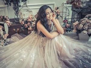 Hoa hậu Trần Tiểu Vy hóa công chúa xinh đẹp bức ra từ khu vườn cổ tích