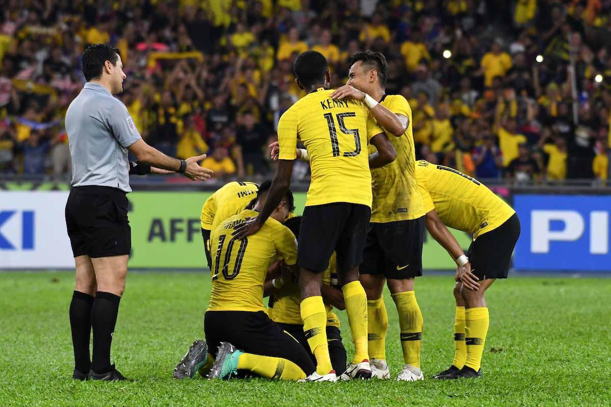 Info trọng tài bắt trận chung kết AFF Cup: Từng mang vận may cho Malaysia, có phản ứng cực gắt khi bị chỉ trích-3