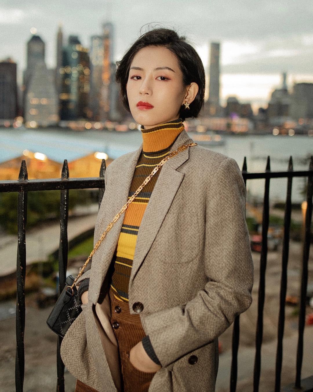 """Áo len cổ lọ + áo khoác dạ: Combo xưa như trái đất"""" đang được các quý cô sành mốt ưu ái hết mực-1"""