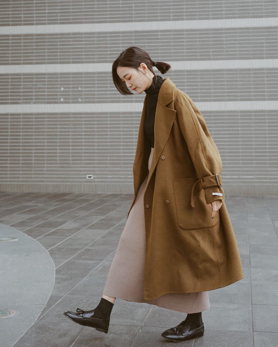 """Áo len cổ lọ + áo khoác dạ: Combo xưa như trái đất"""" đang được các quý cô sành mốt ưu ái hết mực-12"""