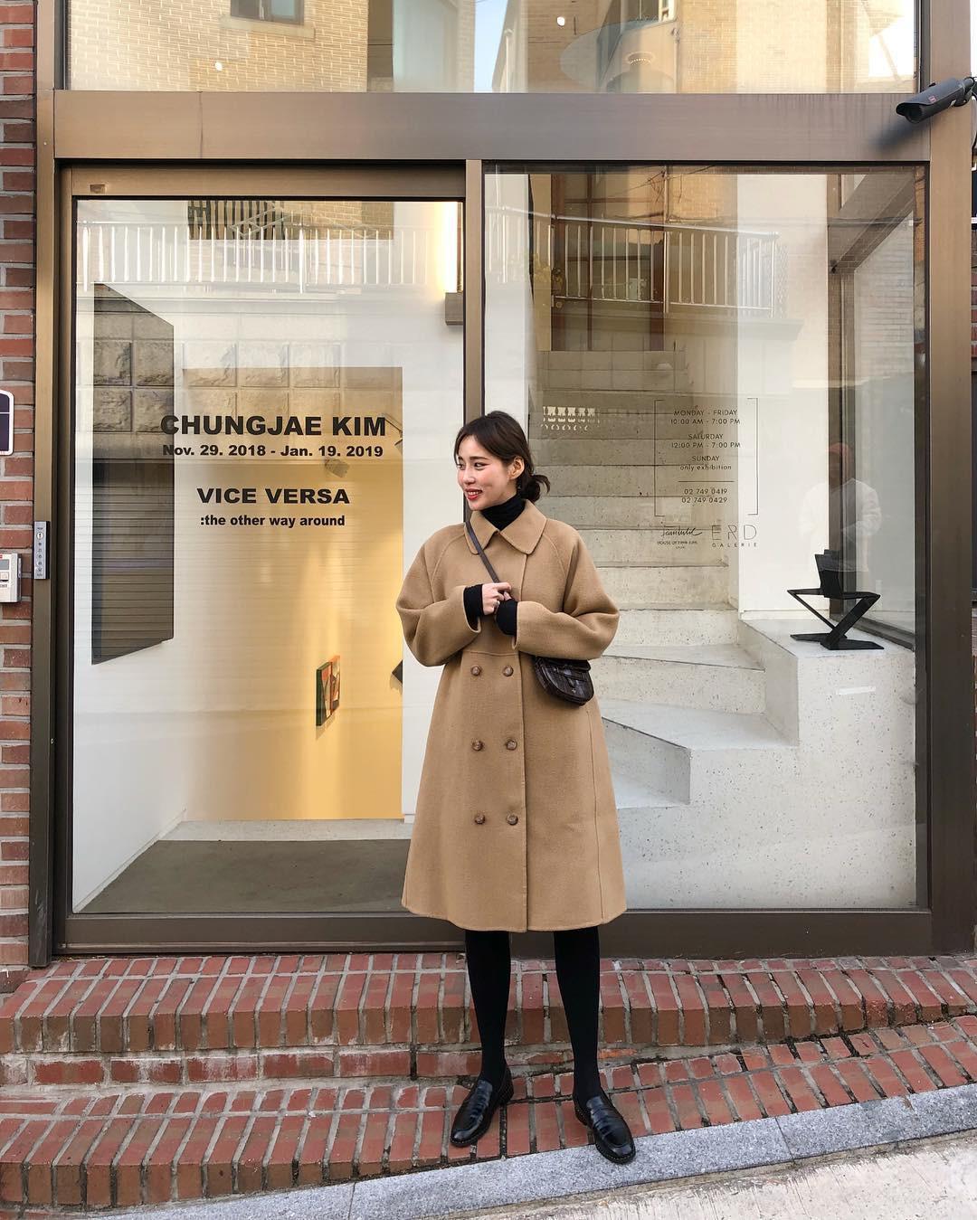 """Áo len cổ lọ + áo khoác dạ: Combo xưa như trái đất"""" đang được các quý cô sành mốt ưu ái hết mực-13"""