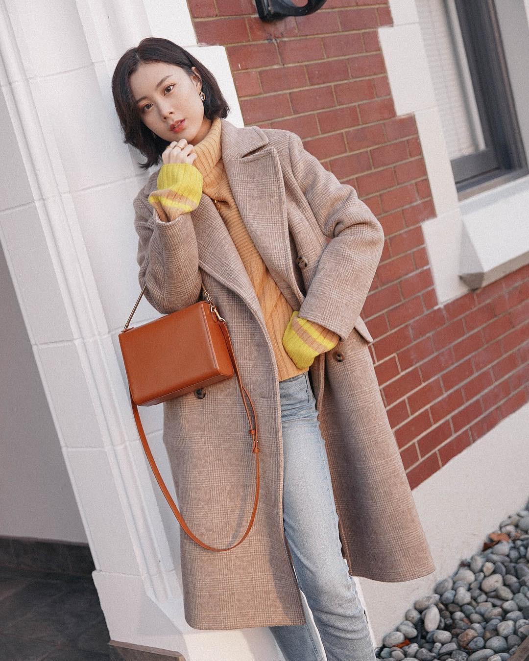 """Áo len cổ lọ + áo khoác dạ: Combo xưa như trái đất"""" đang được các quý cô sành mốt ưu ái hết mực-14"""
