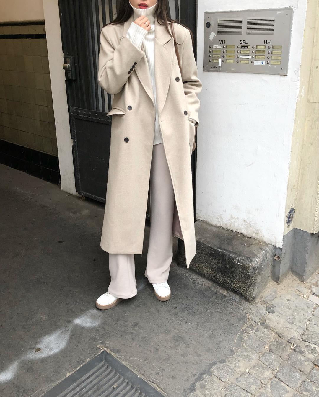 """Áo len cổ lọ + áo khoác dạ: Combo xưa như trái đất"""" đang được các quý cô sành mốt ưu ái hết mực-3"""