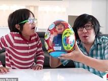 Cậu bé 7 tuổi thu nhập top 10 thế giới nhờ Youtube