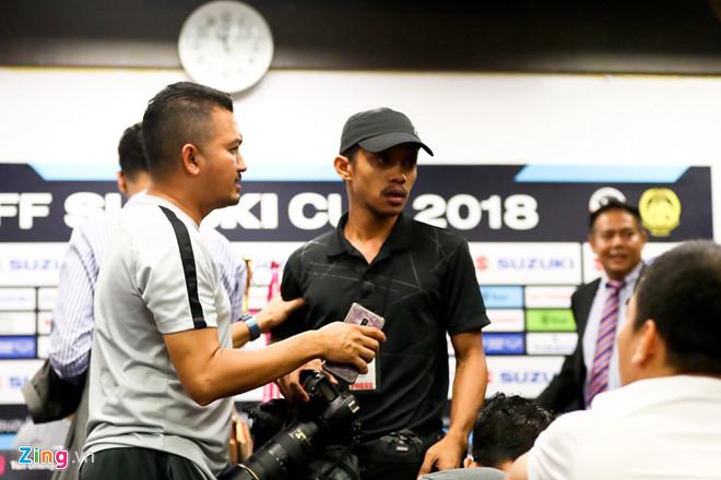 Phóng viên Việt Nam và Malaysia suýt gây gổ trước chung kết AFF Cup-1