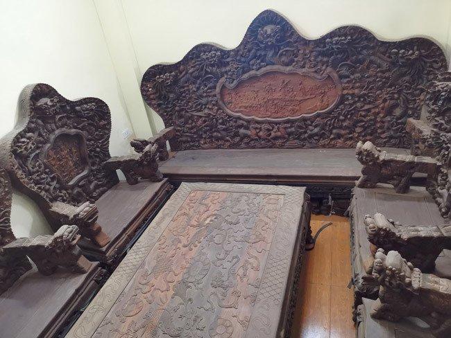 Bộ bàn ghế gỗ trắc nặng 8 tạ, đại gia trả 3,2 tỷ chủ nhân vẫn chưa bán-1