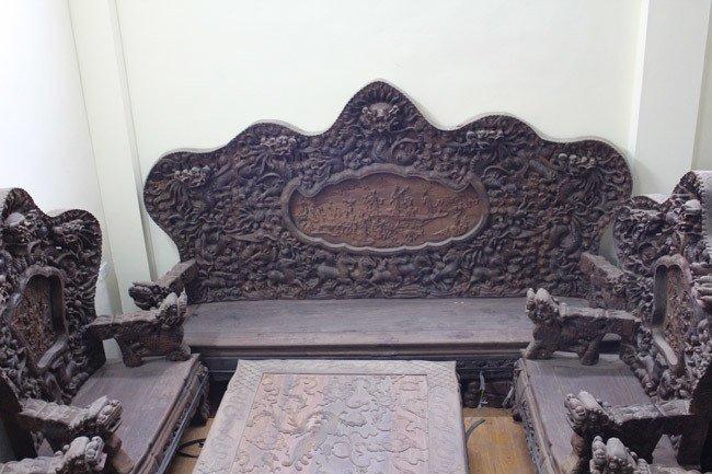 Bộ bàn ghế gỗ trắc nặng 8 tạ, đại gia trả 3,2 tỷ chủ nhân vẫn chưa bán-2