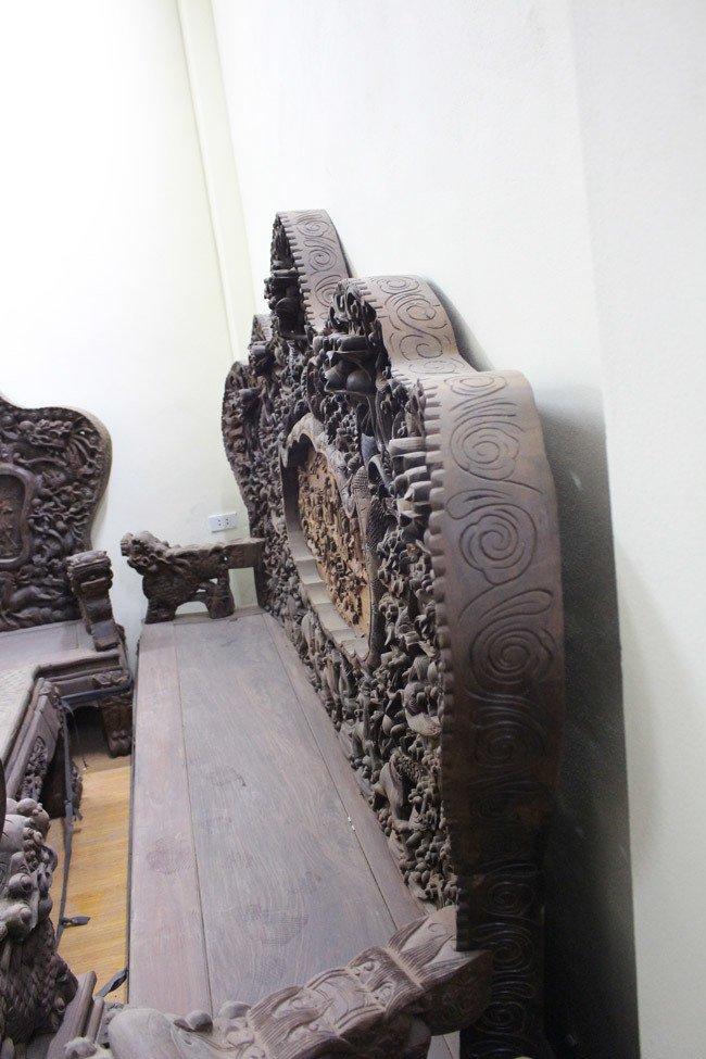 Bộ bàn ghế gỗ trắc nặng 8 tạ, đại gia trả 3,2 tỷ chủ nhân vẫn chưa bán-6