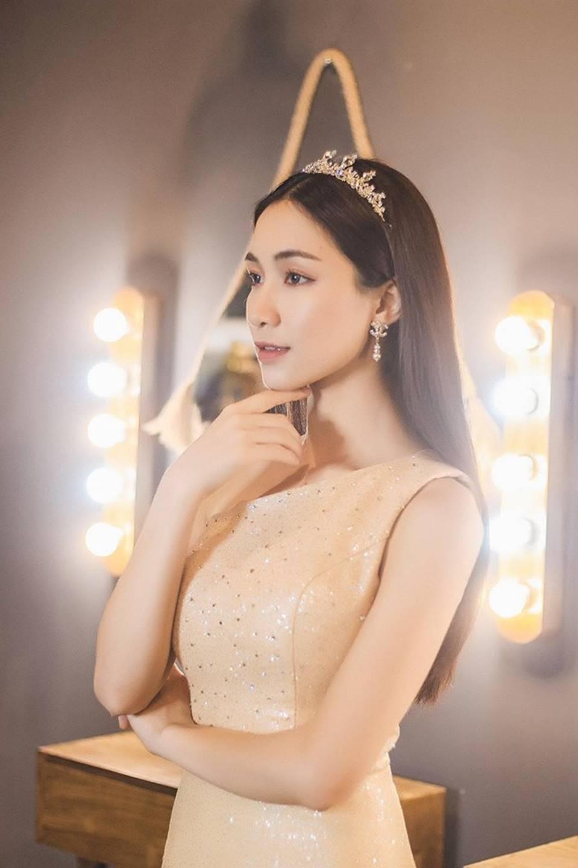 Hòa Minzy lại thả thính fans với bộ ảnh đẹp kiêu sa cùng nụ cười tít mắt-10
