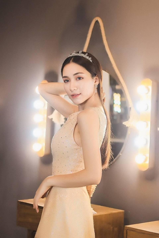 Hòa Minzy lại thả thính fans với bộ ảnh đẹp kiêu sa cùng nụ cười tít mắt-13