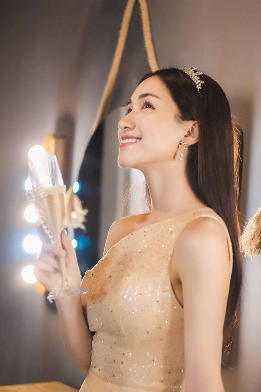 Hòa Minzy lại thả thính fans với bộ ảnh đẹp kiêu sa cùng nụ cười tít mắt-2